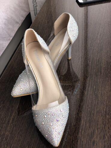 Женская обувь - Кыргызстан: Надевали один раз, состояние идеальное. Каблук 8-10 см. Реальному клие