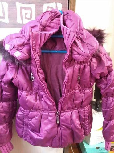 Продаю куртки на девочку 7-10 лет. Фиолетовая-зима, джинсовка- деми