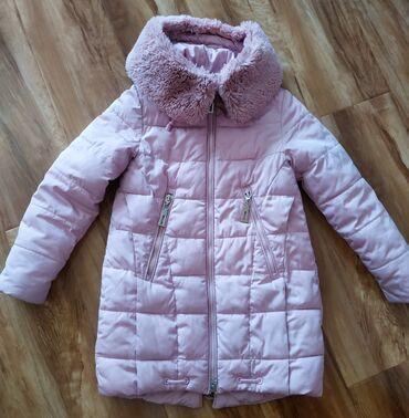 Зимняя куртка на девочку 9-10 лет, рост 140.Цвет куртки очень нежный