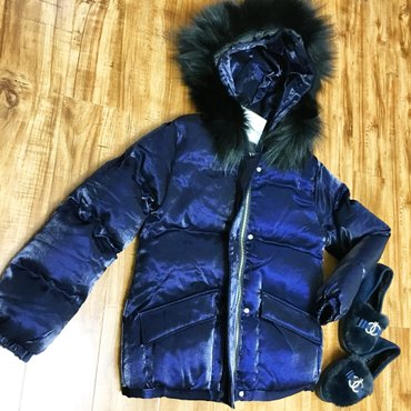 Женские куртки в Чаек: Курточка лазерка наполнитель пух очень качественная размер s-xs
