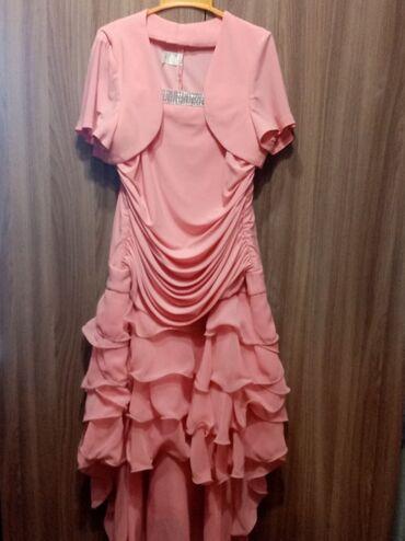Продаю платья одно платье 42 размер второе 38 размер