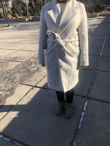 Пальто - Размер: M - Бишкек: Пальто новое . Зима-очень.Пару раз одела
