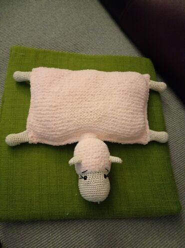 Plisano jastuce Ovcica rucni rad dimenzije 18 sa 30 cm bez glave su