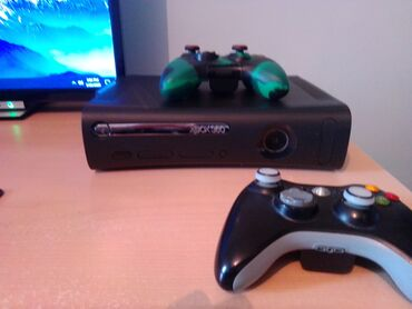 Xbox 360 & Xbox | Srbija: Xbox 360 - LT 3.0 flashovan - 120GB Hdd - 2 bezicna dzojstika, adapter