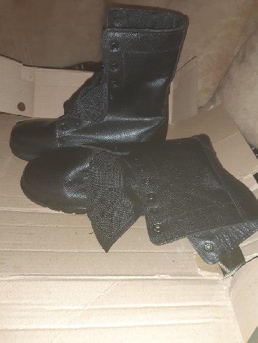 Мужская обувь в Азербайджан: Tezedi 2 cütdü biri 42 razmer o biri 43 razmer Qiymet 1 cütüne aiddir