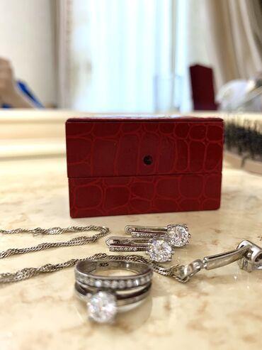 Личные вещи - Новопокровка: Комплект чистого серебра. Ни разу не надетый, так как кольцо мало