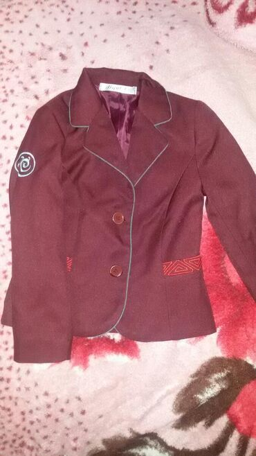 Продаю школьный костюм двойку на мальчика первоклашку р. 30 в