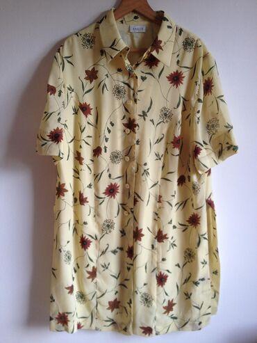 Cvetna košulja - tunika. Košulja - tunika imanaznačen broj 48. Obzirom