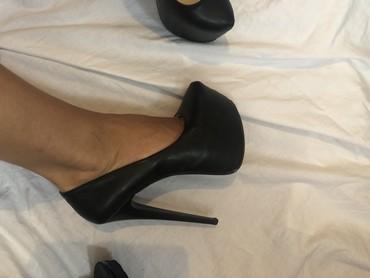 Crne cipele na visoku stiklu - Crvenka