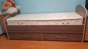 Односпальные кровати - Кыргызстан: Продаю кровать с матрасом лина из турецкого материала. отличное