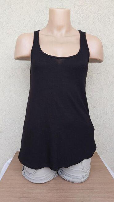 H&M pamucna majica Duzina 61cm Grudi 37,5cm Ramena 28cm