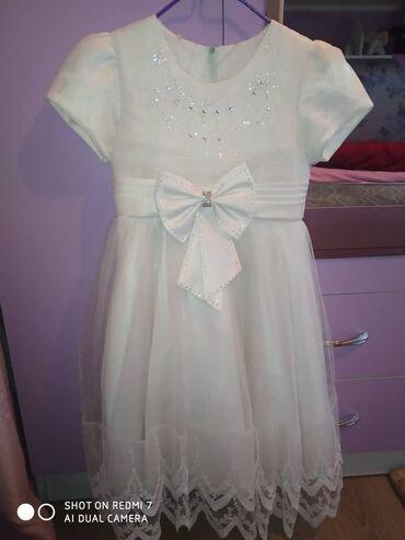 Платье,очень аккуратно одетое,для девочек 8 Лет,материал блестит,400