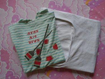 Dve lepe i očuvane majice. Prva je sa morskim motivima i izrezom koji - Belgrade