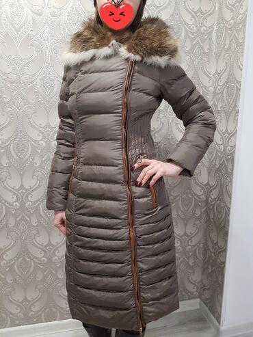 Продаю зимнее пальто с натуральным мехом на воротнике,размер S