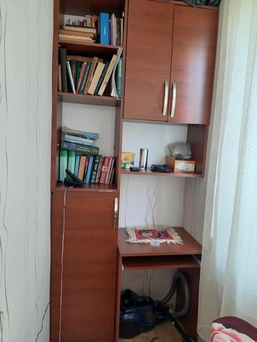 Mingəçevir şəhərində Kompyuter ve kitab polkasi bir yerde.150m