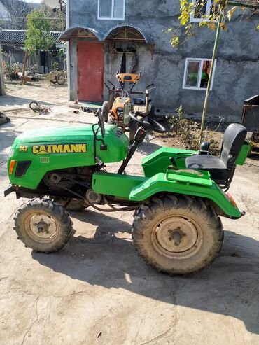 Belarus istehsali olan mini traktor. Lafet, kotan, frez ve otbicenle