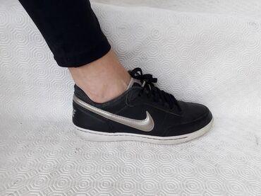 Nike - broj 38. Original - odlične - lake za odrzavanje. Broj 38 -