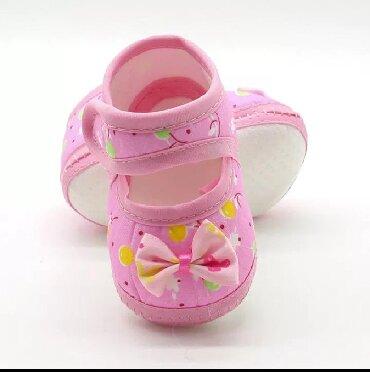 Dečije Cipele i Čizme - Varvarin: Nehodajuće patike/cipelice. Uzrast 0-6 meseci. Roze par puta nošene