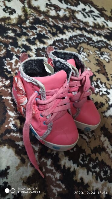 Отдам обувь для девочкичерные зимниерозовые демиразмер на фотопримерно