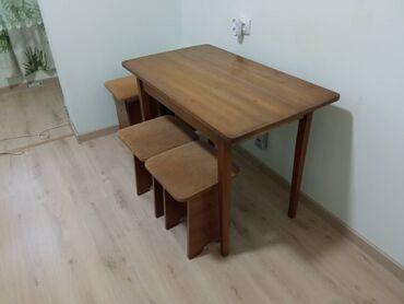 Комплект для кухни стол и табуретки 4 шт б/у . Стол 55х100. Цена