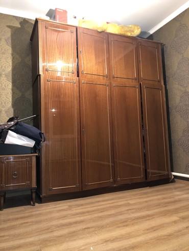 Продаю большой шкаф 2х2 метра и тумбочку с зеркалом  Цена 9000 сомов   в Бишкек