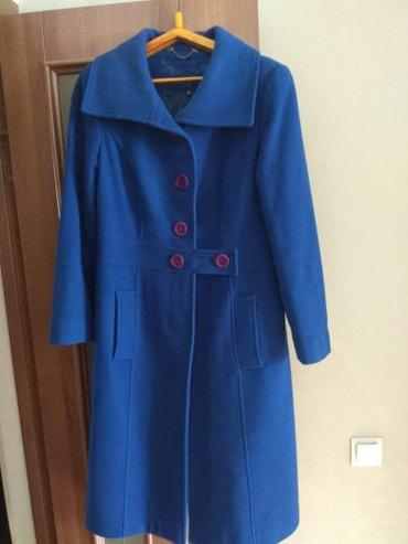 Продаю пальто. Цвет электрик. Размер 48 в Бишкек