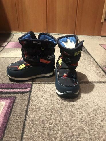 Детская обувь в Токмак: Продаю детскую обувь почти новая, цена 500 сом, размер 23