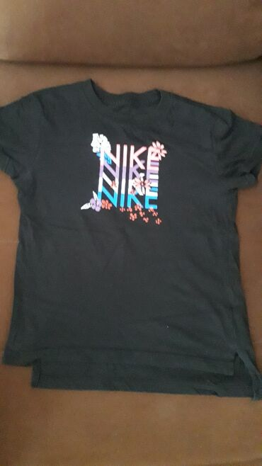Nike crna sportska majca za devojcice od 8 do 10 g, bez ostecenja