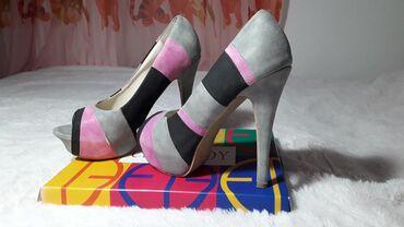 Burberry kupaci - Vrnjacka Banja: Zanimljive cipele na štiklu, otvorene napred, idealne za kombinovanje