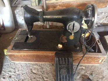электро швейная машинка в Кыргызстан: Швейная машинка. В рабочем состоянии