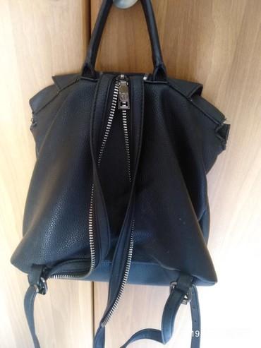 Τσάντα πλάτης verde σε πολύ καλή κατάσταση. Μαύρη με μεγάλους χώρους.. σε Παλούκια - εικόνες 3