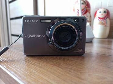 sony hdv 1000 в Кыргызстан: Фотоаппарат SonyВ комплекте зарядное устройство Флэш карта 4 Гб