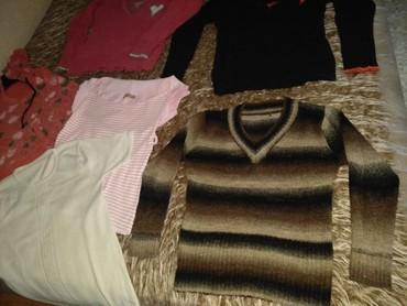 Kratkih rukava - Srbija: Na prodaju paket zenske odeće. U paket ulaze 4 bluzica i 1 majice sa