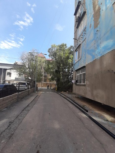 dukan - Azərbaycan: Inqlab kucesinde Kimya weherciyinde 9 mertebeli yawayiw binasinin