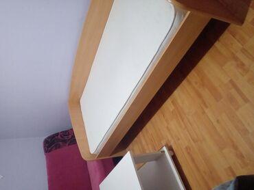Jednostruki | Srbija: Krevet u dobrom stanju kao i dusek.Proizvodjac:Jela Jagodina.Mogucnost