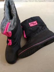 Детская обувь в Каракол: Детские непромокаемые сапоги, на холодную осень, размер 22. Или