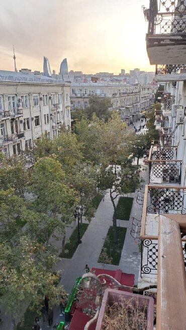 Bakı şəhərində Mənzil satılır: 2 otaqlı, 70 kv. m