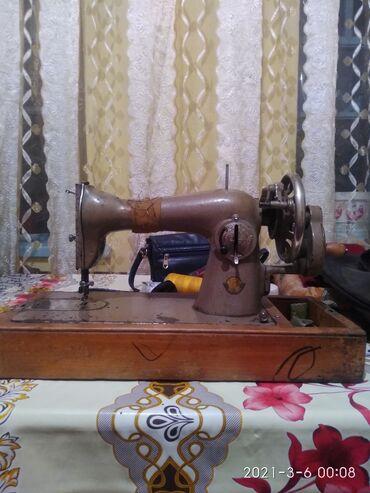 Советская швейная машинка в отличном состоянии