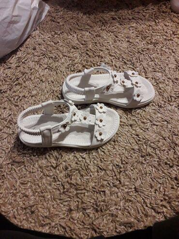 Sandale za devojcice,jako dobro ocuvane i vrlo malo nosene,broj 27,ug