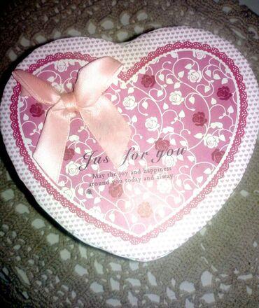 Prelepa svečana kutija za nakit ili poklon