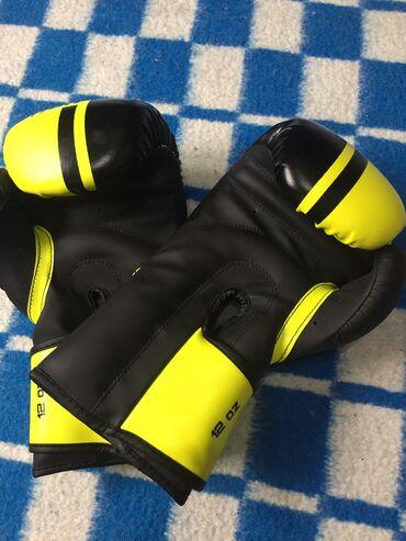гараж бокс купить в Кыргызстан: Боксёрские перчатки новые от фирмы VENUM .Оригинал