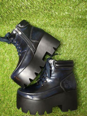 5737 oglasa   ŽENSKA OBUĆA: Tamno-plave/crne čizme platforma, vel. 38 (gazište 24cm) kupljene u