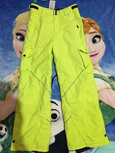 Ski pantalone,vel.10-12 god.Uslikana fleka(slika sa etiketom),napred