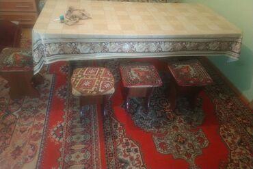 Продаю кухонный уголок .Стол с размером 2 метра.5стульев.В очень