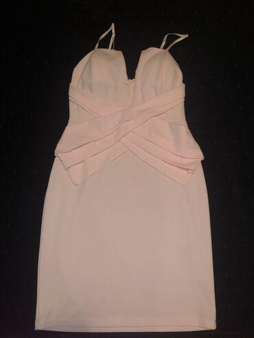 Puder haljina S, savseno stoji. Nova