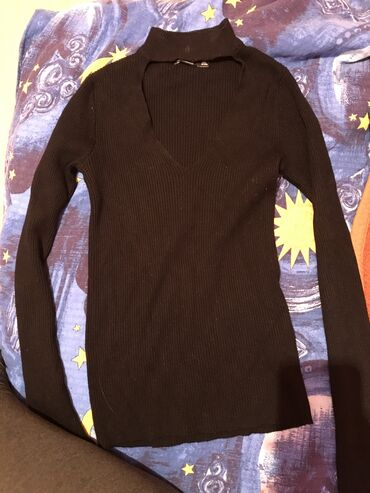 Bershka bluza - Srbija: Bluza kupljena u Bershkoj. Par puta nosen bez ostecenja