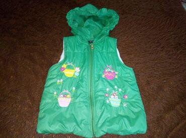 Верхняя одежда в Сокулук: Продаю теплую жилетку. В отличном состоянии. 5-6 лет. Сокулук