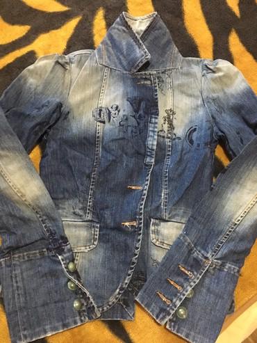 джинсова курточка в Кыргызстан: Красивая,джинсовая курточка.42-44р.Италия