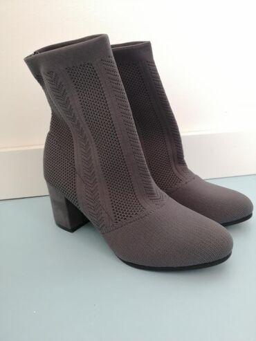 Ženska obuća | Bor: Nove cizmice, naznacena velicina 40 ali odgovaraju broju 39. Boja je