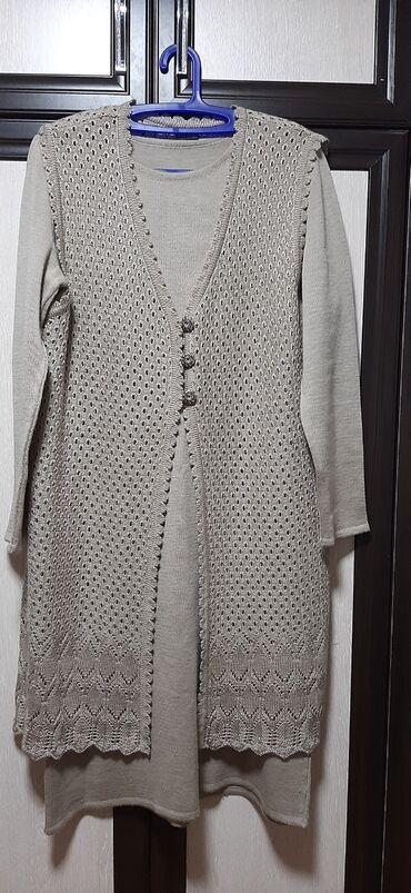 Продаю платье фирма Zaman очень удобное, трикотажное с накидкой длина